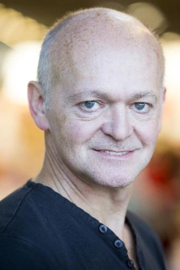 """Vlaming Toni Coppers wint Hebban Thrillerprijs 2021 met """"Val"""""""