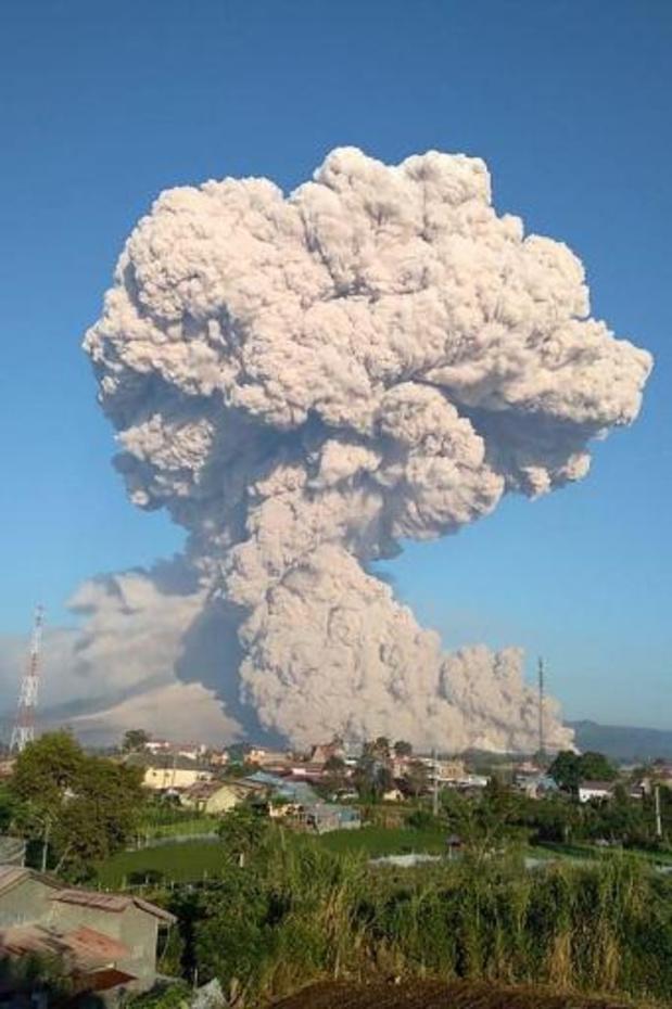 Deux volcans en éruption en Indonésie