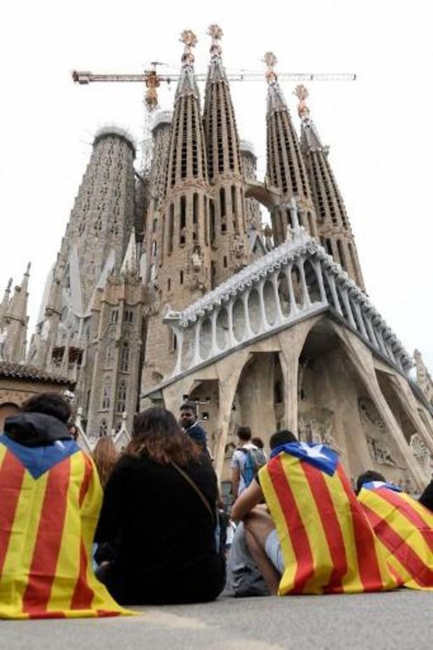 Des manifestants indépendantistes bloquent l'accès à la cathédrale Sagrada Familia