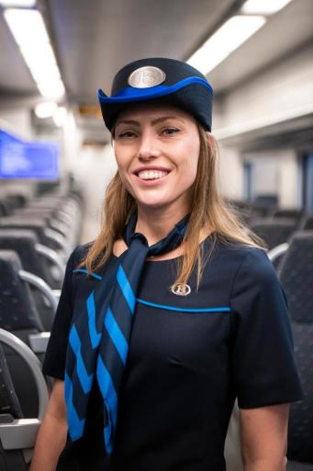 Un nouvel uniforme bleu pour le personnel des trains et des gares