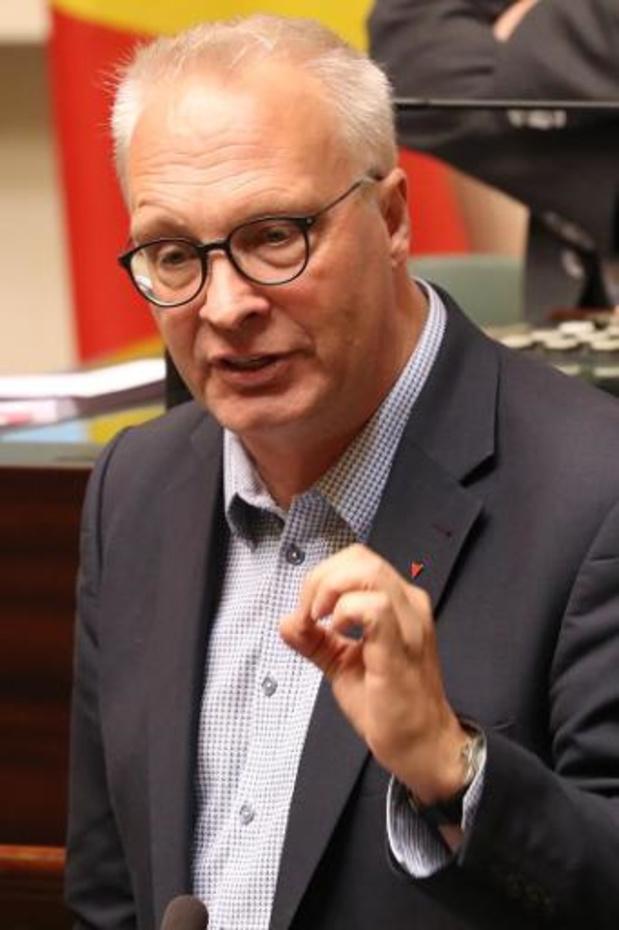 PVDA trekt met 100.000 handtekeningen en burgerwet voor hoger minimumpensioen naar Kamer