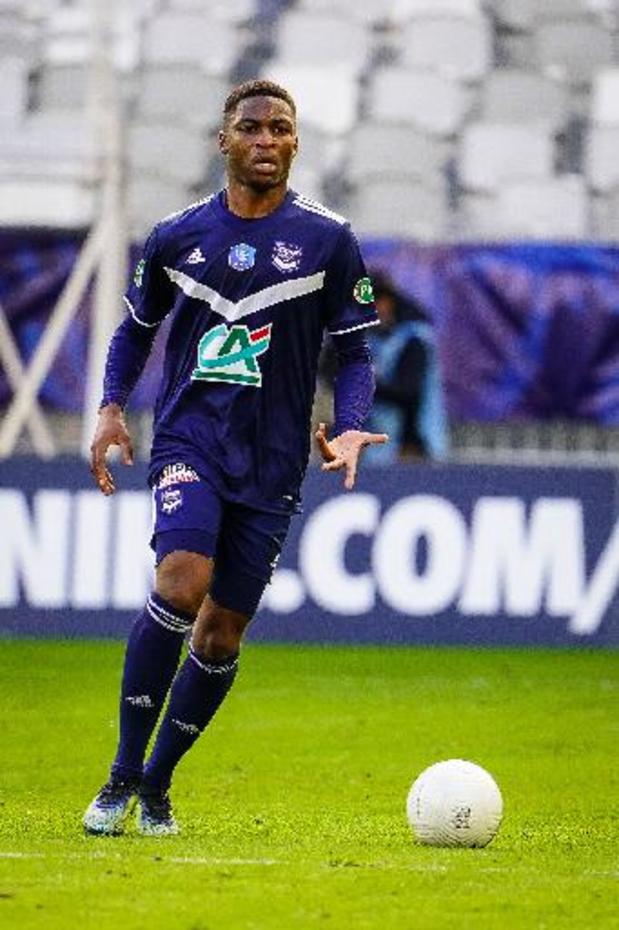 Charleroi haalt verdediger Loïc Bessilé