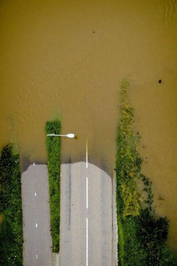 Nederlands leger helpt bij dichten gat dijk Julianakanaal