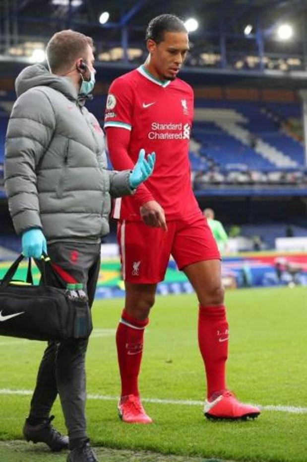 Premier League - Virgil van Dijk (Liverpool) moet onder het mes aan knie