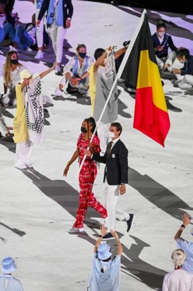 Nafi Thiam en Felix Denayer dragen Belgische driekleur olympisch stadion in