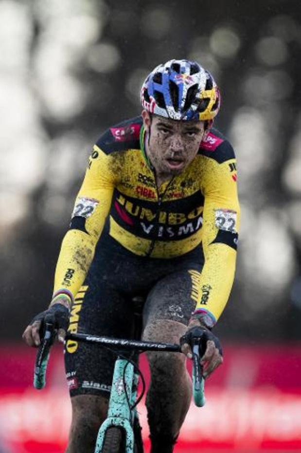 Le Sportif de l'année Wout van Aert gagne à Herentals son premier cross de la saison