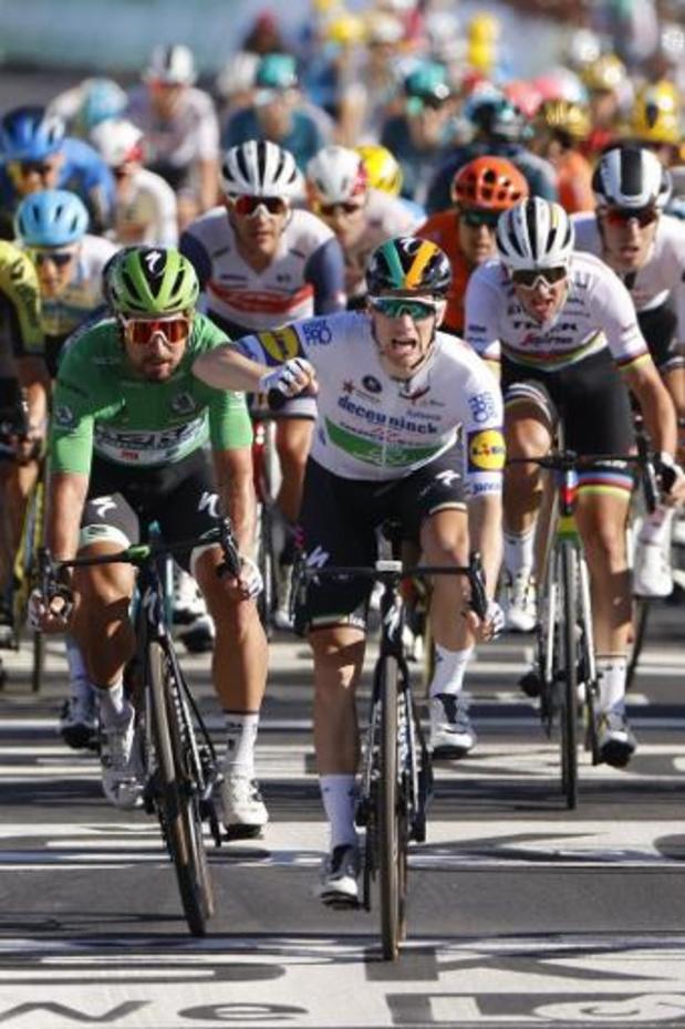 Sam Bennett sprint naar de zege in tiende Tour-etappe