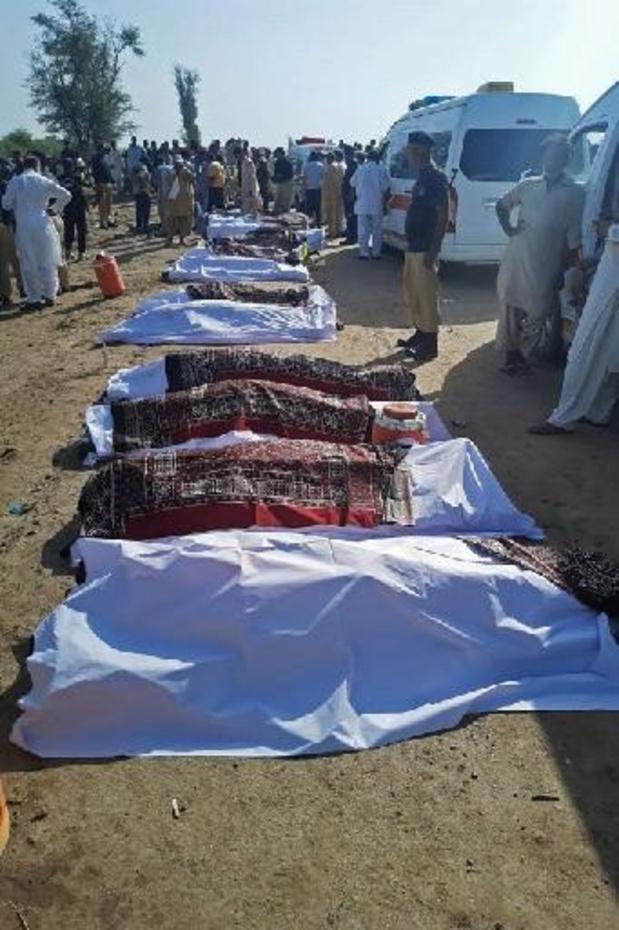 Au moins 34 morts dans un accident ferroviaire au Pakistan