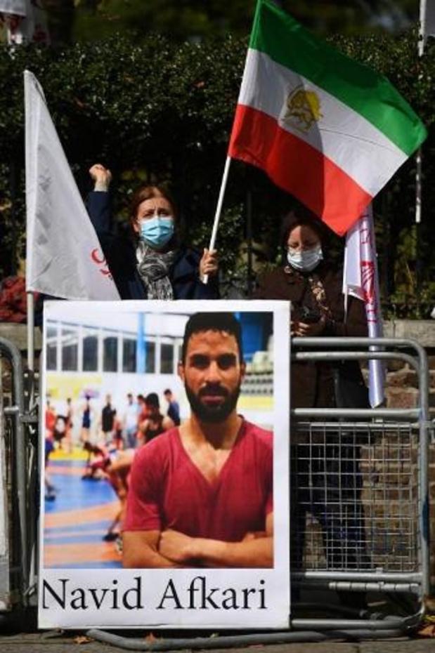 'Terechtgestelde Iraanse worstelaar begraven onder strenge bewaking'