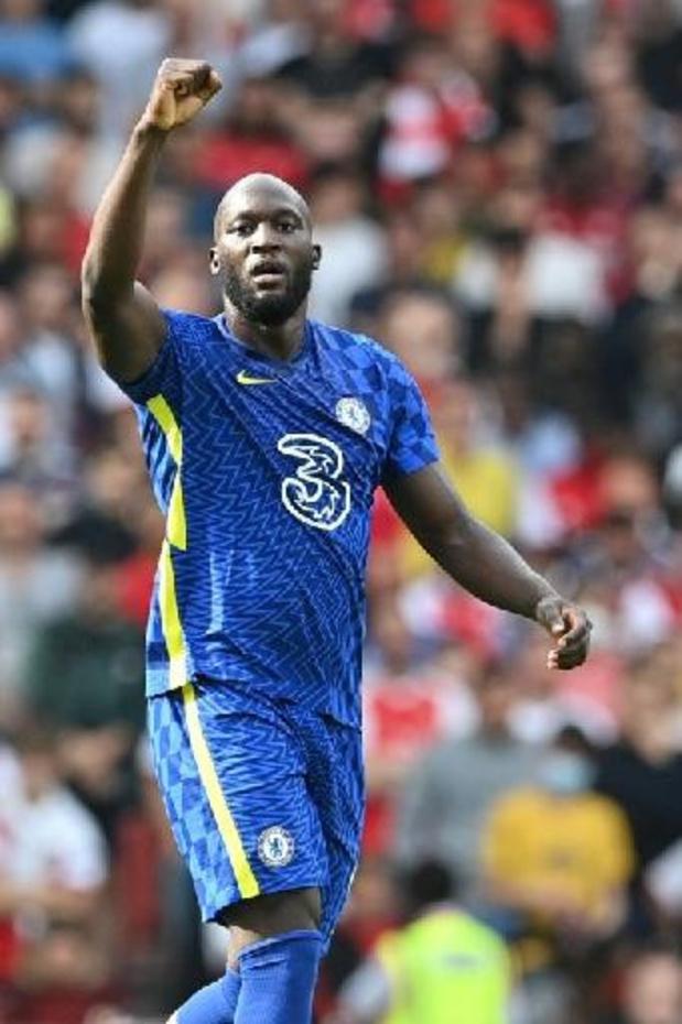 Les Belges à l'étranger - Lukaku déjà buteur avec Chelsea contre Arsenal et Sambi Lokonga, Doku sort sur blessure