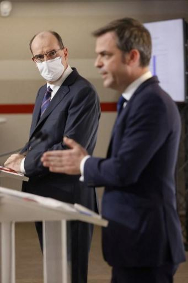 Frankrijk stelt tweede coronaprik met drie weken uit