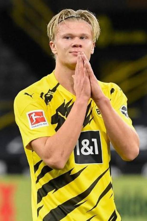 Belgen in het buitenland - Dortmund boekt eenvoudige zege in Revierderby tegen Schalke 04