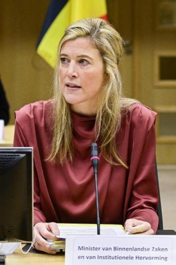 Minister Verlinden haalt uit naar corona-overtreders