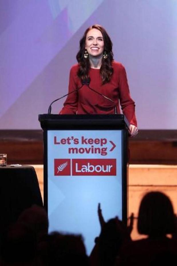 Verkiezingen Nieuw-Zeeland: Jacinda Ardern herverkozen als premier met historische absolute meerderheid