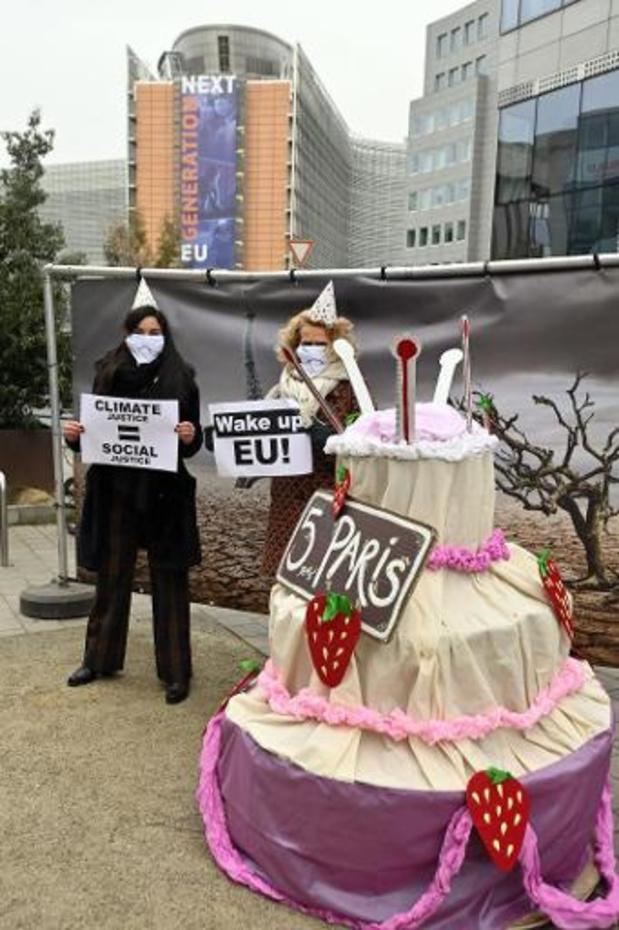Klimaatcoalitie snijdt voor EU-top taart aan zonder te vieren