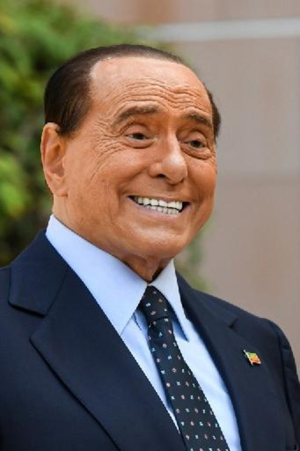 Berlusconi - Silvio Berlusconi verlaat ziekenhuis
