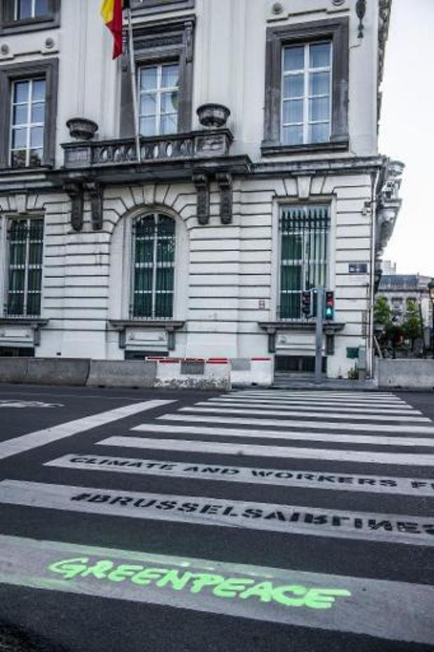 """Greenpeace tagt voor kabinetten """"klimaat en werknemers eerst"""""""