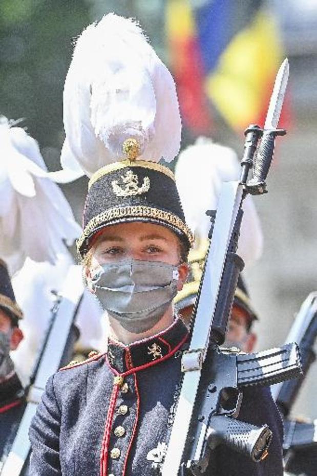 Nationaal defilé met Delphine Boël in eretribune en prinses Elisabeth in militaire parade