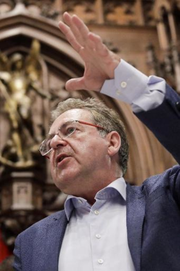 Vervoort roept burgemeesters rondom Brussels gewest op ook cafés te sluiten