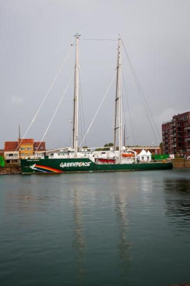 Schip van Greenpeace blokkeert olietankers in Zweden