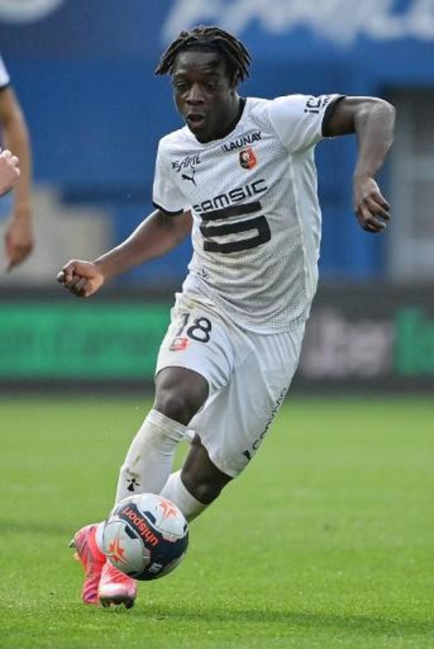 Les Belges à l'étranger - Lyon avec Denayer inflige une quatrième défaite d'affilée à Rennes avec Doku
