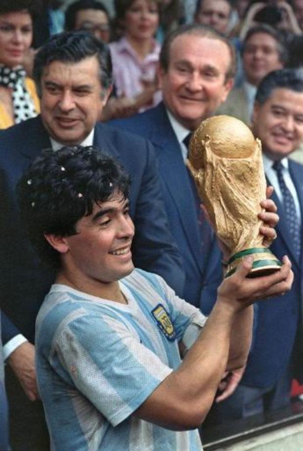 Le gouvernement argentin décrète trois jours de deuil national pour Maradona