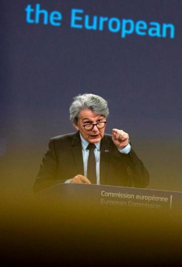 Europese Commissie hoopt vaccinatiepaspoort voor zomervakantie rond te hebben