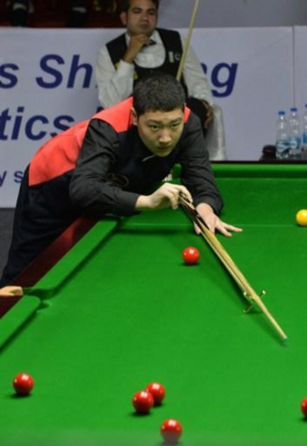 UK Championship snooker - Chinees talent Yan Bingtao zet Neil Robertson te kijk