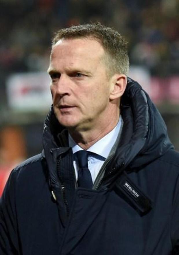 John van den Brom, annoncé à Genk, absent à l'entraînement d'Utrecht vendredi matin