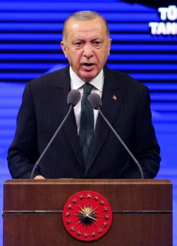 """Erdogan avertit Emmanuel Macron de ne pas """"chercher querelle à la Turquie"""""""