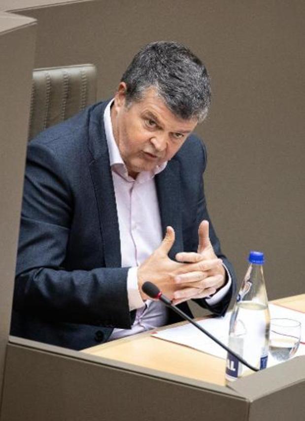 Somers wil dat alle Vlaamse ambtenaren na hun 65ste kunnen blijven werken