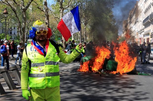 """L'""""acte 23"""" des gilets jaunes, nouvel """"ultimatum"""" à Macron"""