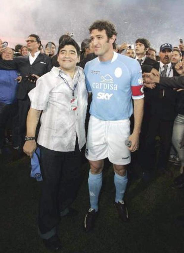 Coronavirus - Un maillot de Maradona rapporte 55.000 euros à une fondation napolitaine