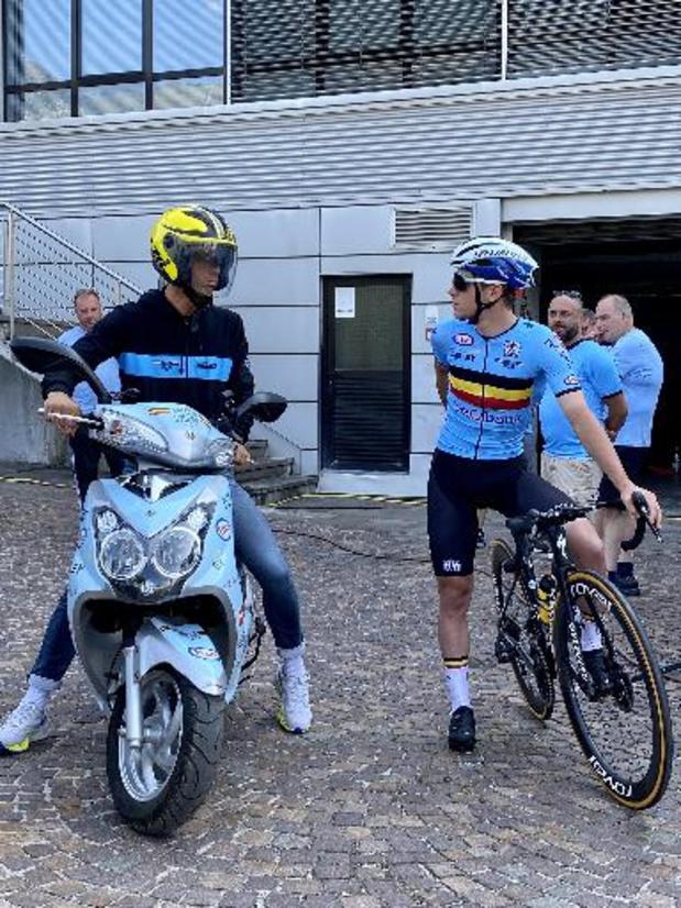 """EK wielrennen - Bondscoach Vanthourenhout: """"Dit is een stevige opsteker voor Remco"""""""
