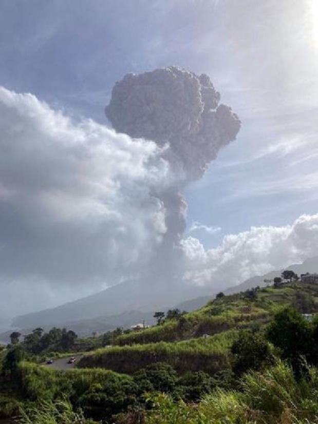 L'île de Saint-Vincent sous d'épaisses cendres après l'éruption de son volcan