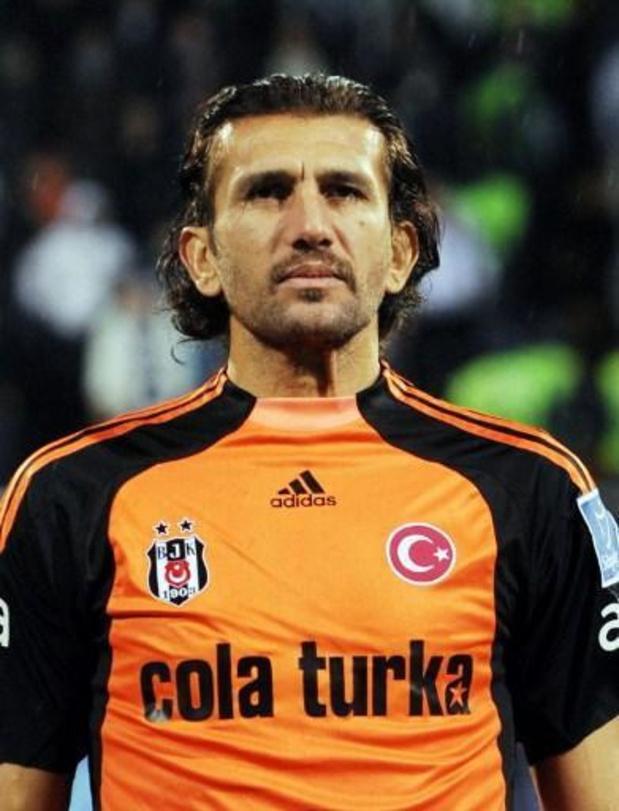 Le gardien turc Rüstü Reçber, recordman de sélections, hospitalisé pour le coronavirus