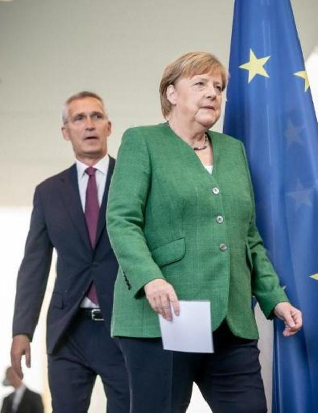 NAVO-chef Stoltenberg roept Rusland op zich niet te mengen in Wit-Rusland