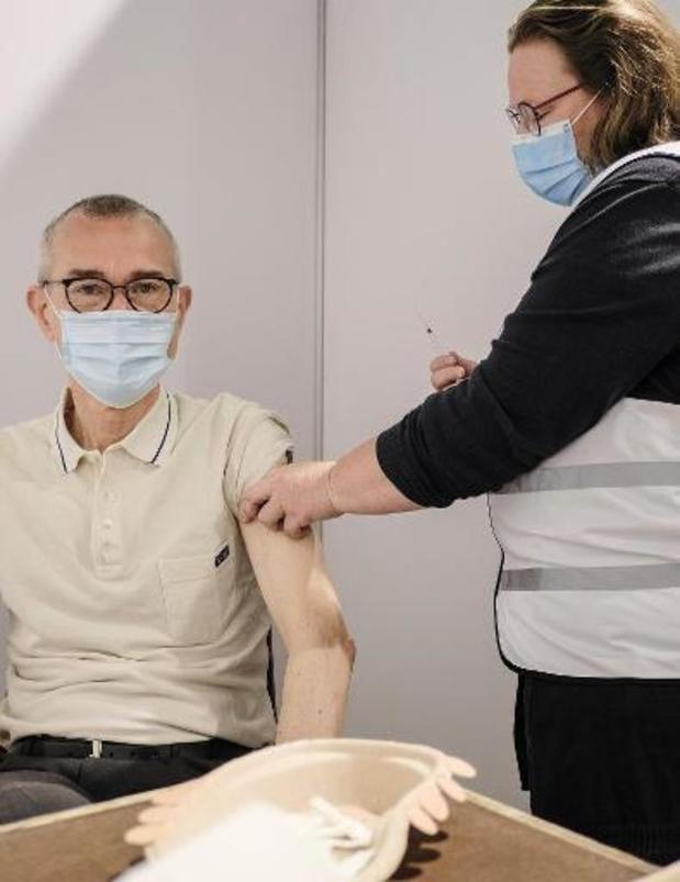 Le vaccin d'AstraZeneca est fiable et tous les Belges auront leur 2e dose
