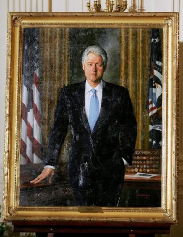 Weggemoffelde portretten van Clinton en Bush hangen weer op oude plaats in Witte Huis