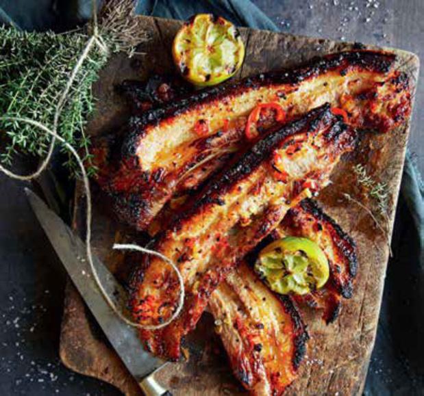 'Sticky ribs' grillés au citron vert et au thym (recette)