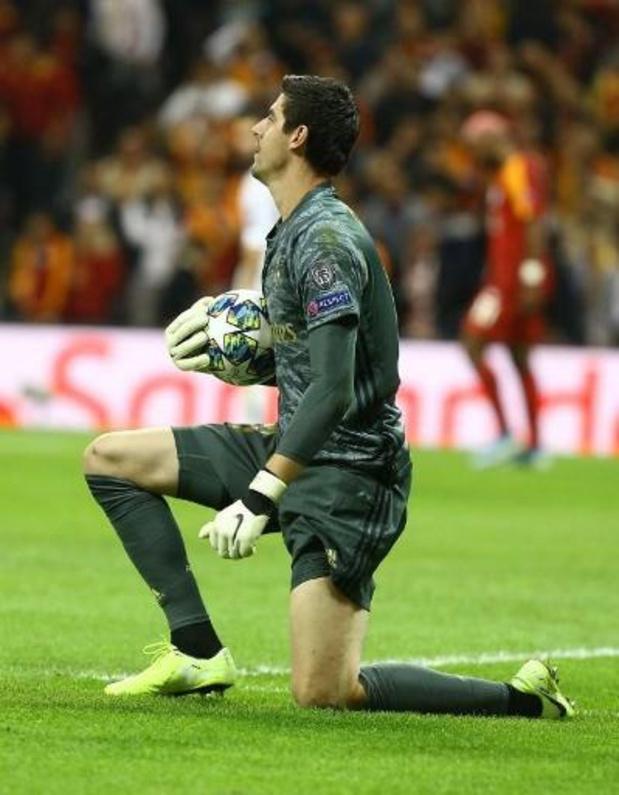 Belgen in het buitenland - Courtois helpt Real aan gelijkspel met kopbal