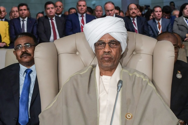 Crisis Soedan: Hoofd van militaire overgangsraad stapt na één dag op