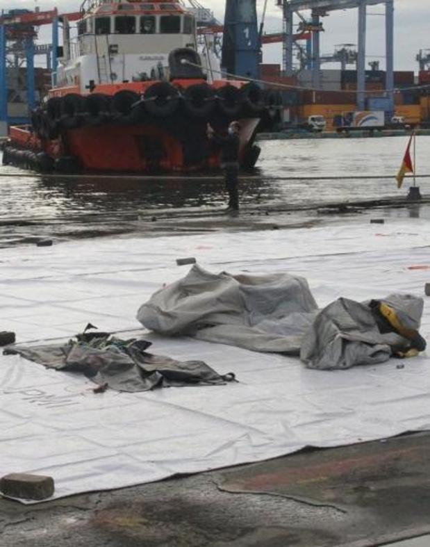 Vermist vliegtuig Indonesië - Politie bevestigt vondst brokstukken en lichaamsdelen