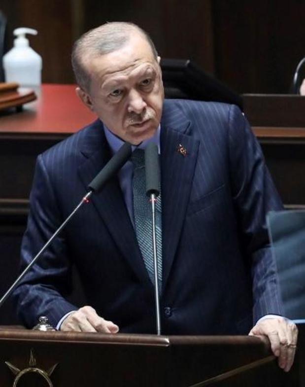 """Erdogan dit à Macron vouloir renforcer la coopération contre le """"terrorisme"""""""