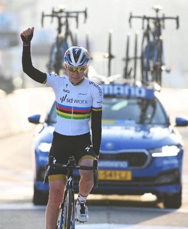 Circuit Het Nieuwsblad - Anna van der Breggen s'impose pour la deuxième fois chez les dames