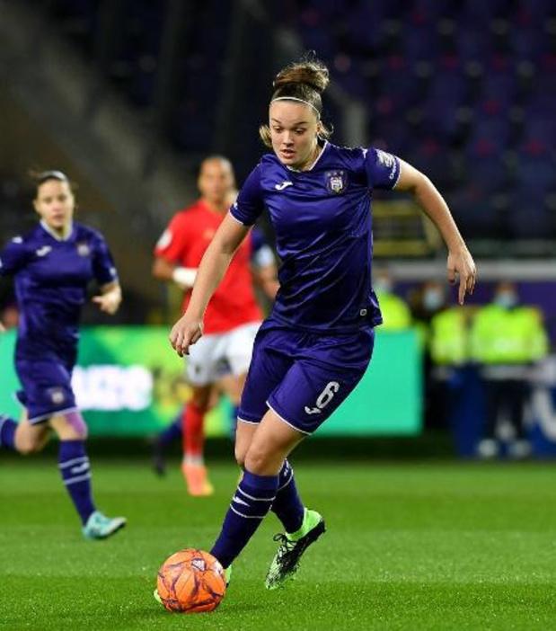 Soulier d'Or - Tine De Caigny élue Soulier d'Or féminin, tir groupé pour le Sporting d'Anderlecht