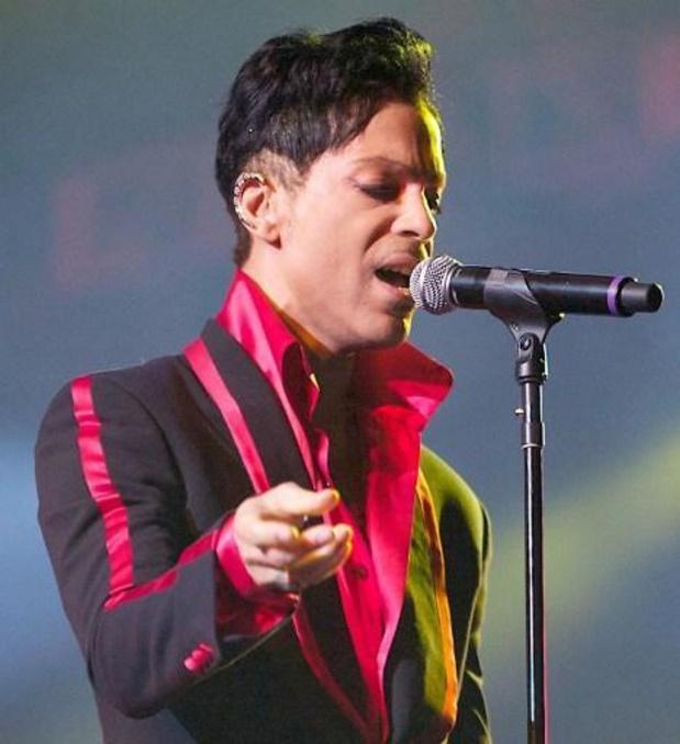 """La guitare """"Blue Angel"""" de Prince vendue aux enchères pour 500.000 euros"""