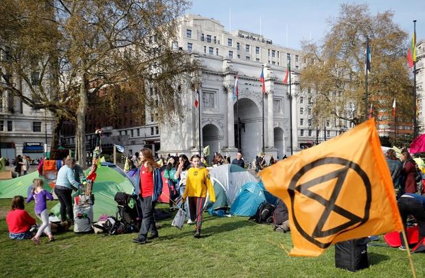 """Des milliers de militants à Londres pour réclamer un """"état d'urgence écologique"""""""