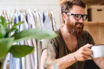 Waarom de koffieautomaat op de werkplek zo essentieel is (en hoe je dat op je thuiswerkplek kan nabootsen)