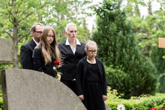 Hoe lang mag je afwezig zijn op het werk als een familielid overlijdt?